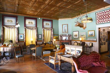 버팔로, 위닝 -2007 년 6 월 23 일 : 서양 호텔 로비. 보즈 먼 트레일 (Bozeman Trail) 근처에있는 Bighorn Mountains 산기슭에 1880 년에 설립 된이 호텔은 와이오밍에