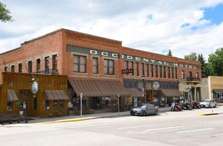버팔로, 위닝 - 2017 년 6 월 23 일 : 서양 호텔. 보즈 먼 트레일 (Bozeman Trail) 근처의 빅혼 (Bighorn) 산기슭에서 1880 년에 설립 된이 호텔은 와