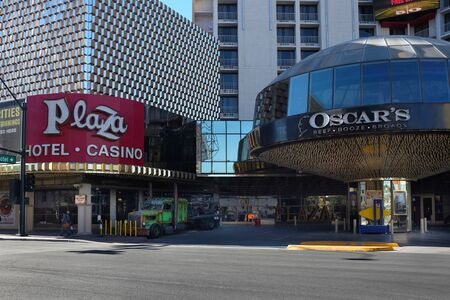 LAS VEGAS - DECEMBER 7, 2017: Plaza Hotel and Casino. Across from the Freemont Street Experience  It currently has 1,037 rooms and suites, as well as an 80,000 square foot casino. 新聞圖片