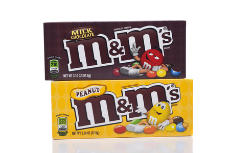 IRVINE, CALIFORNIA - JANUARY 5, 2018: M and Ms Peanut and Milk Chocolate. Two boxes of the popular candy coated choclate confection. Banco de Imagens - 97341612