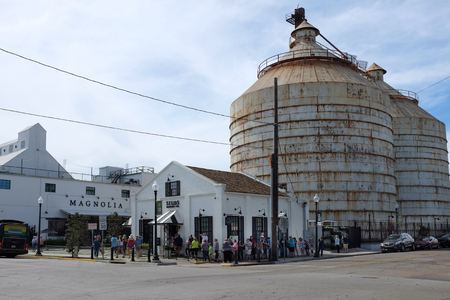 WACO, TEXAS - MARCH 19, 2018: The Silos at Magnolia Market. Crowds line up at the popular tourist attractions Bakery. 報道画像
