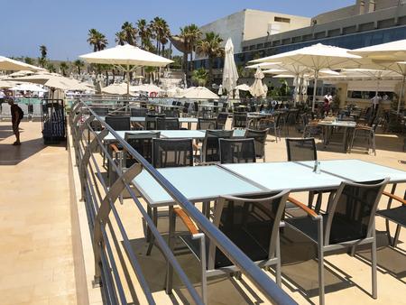 TEL AVIV, ISRAEL - MAY 15, 2018: Guests enjoy the pool area lounge at the Hitlon Hotel in Tel Aviv, Israel. Redakční