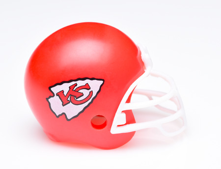 IRVINE, CALIFORNIA - AUGUST 30, 2018: Mini Collectable Football Helmet for the Kansas City Chiefs of the American Football Conference West. Publikacyjne