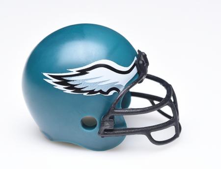 Irvine, Kalifornien - 30. AUGUST 2018: Mini Collectable Football Helm für die Philadelphia Eagles der National Football Conference East.
