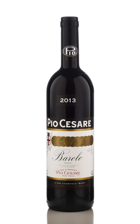IRVINE, CALIFORNIA - DEC 28, 2018: A bottle of Pio Cesare Barolo. The fine wine is from the family owned vineyards in Serralunga d Alba, Piemonte Italy, founded in 1881. Imagens - 114870350