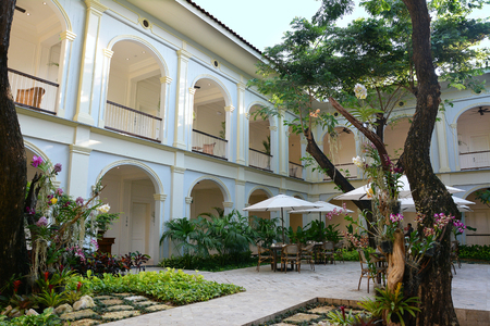 GUAYAQUIL, ECUADOR - FEBRUARY 15, 2017: Hotel del Parque patio. A beautiful and lovingly restored 19th century property, nestled into a tropical oasis in the heart of the city. Redactioneel