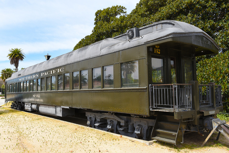 SANTA BARBARA, CALIFORNIA - APRIL 11, 2019: Antique Southern Pacific Rail Car at the Train Station in Santa Barbara. Zdjęcie Seryjne - 122442892