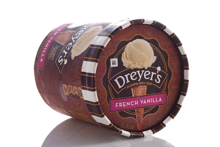IRVINE, CALIFORNIA - MAY 6, 2019: A Carton of Dreyer's Grand Ice Cream French Vanilla. A subsidiary of Nestles, Dreyers is marketed in the western USA and as Edys in the East and Midwest. 報道画像