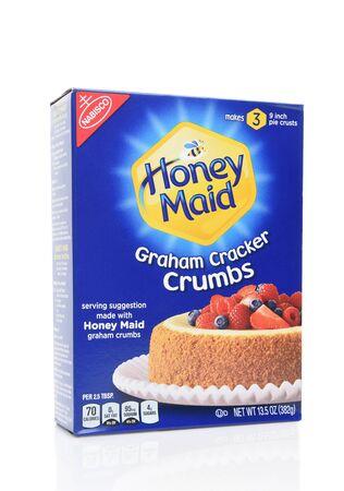IRVINE, CALIFORNIA - AUGUST 14, 2019: A box of Honey Maid Graham Cracker Crumbs, from Nabisco. Archivio Fotografico - 137608388