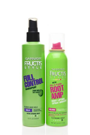 IRVINE, CALIFORNIA - AUGUST 20, 2019:  A bottle of Garnier Fructis Full Control Hairspray, and a can of Garnier Fructis Root Amp Spray Mousse. Archivio Fotografico - 137608432