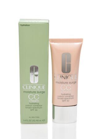IRVINE, CALIFORNIA - AUGUST 20, 2019: A bottle of Clinique Moisture Surge CC Cream, hydrating colour corrector. Archivio Fotografico - 137608434