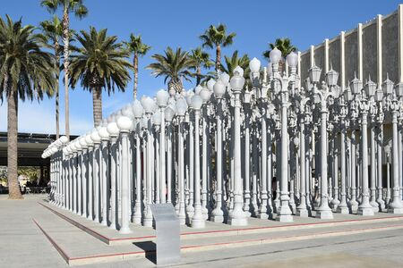 LOS ANGELES - NOVEMBER 24, 2017: Urban Light art installation at the Los Angeles County Museum Art. By Chris Burden it consists of 202 restored cast-iron streetlamps. Archivio Fotografico - 137608463