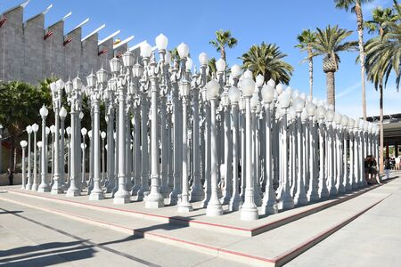 LOS ANGELES - NOVEMBER 24, 2017: Urban Light art installation at the Los Angeles County Museum Art. By Chris Burden it consists of 202 restored cast-iron streetlamps. Archivio Fotografico - 137608468