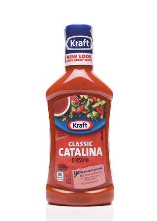 IRVINE, CALIFORNIA - AUGUST 30, 2019: A bottle of Kraft Classic Catalina Salad Dressing. Archivio Fotografico - 137608478