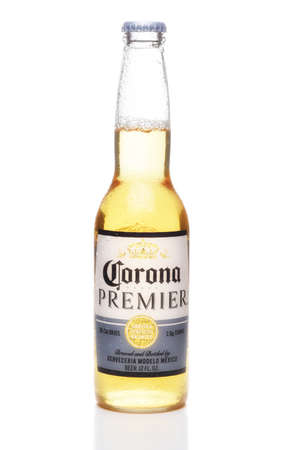 IRVINE, CALIFORNIA - 12 JUNE 2020: A single bottle of Corona Premier beer with condensation isolated on white with reflection. Redactioneel