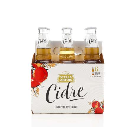 IRVINE, CALIFORNIA - 2 JUNE 2020: Side view of a 6 pack of Stella Artois Cidre, European Style Hard Apple Cider. Redactioneel