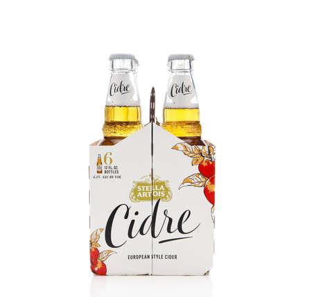 IRVINE, CALIFORNIA - 2 JUNE 2020: End view of a 6 pack of Stella Artois Cidre, European Style Hard Apple Cider. Redactioneel