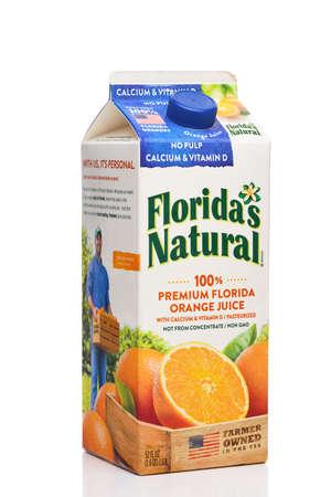 IRVINE, CALIFORNIA - 09 AUG 2020: A carton of Floridas Natural Orange Juice, No Pulp with Calcium and Vitamin D. Redactioneel