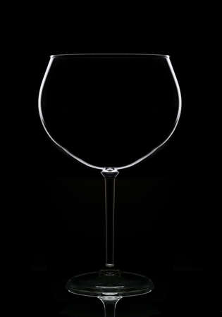 An empty wine glass in silhouette with reflection, isolated on black. Stockfoto - 161316300