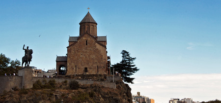 The Virgin Mary Metekhi church and Vakhtang I Gorgasali statue in Tbilisi, Georgia Stock Photo