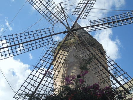 In Spain the windmill is a stone structure of cylindrical shape which supports an upper part which supports the blades that transform the energy of the wind into mechanics