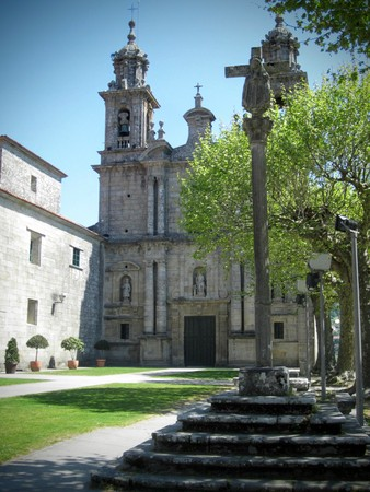 The Monastery of San Juan de Poio, located in the River of Pontevedra. Poio, is a delightful corner of northwest Spain, in the green Galicia, and located 4 kms. Of Pontevedra. To say Poio, is to speak of his Monastery, that forms a remarkable architectoni
