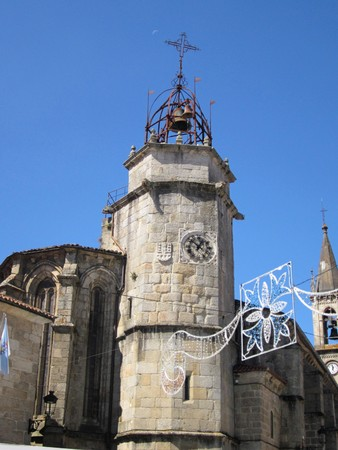 The steeple is attached to the Gothic church of Santiago, is one of the many constructions that Betanzos made Fernán P? ? rez de Andrade. It was built on an older one of the 16th century Reklamní fotografie