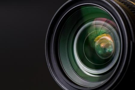 camara de cine: objetivo con la lente de reflexiones. Tirado en estudio. Foto de archivo