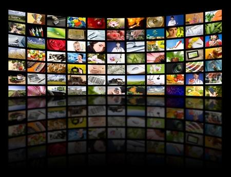 viendo television: Paneles LCD TV. Concepto de tecnología de producción de televisión.  Foto de archivo