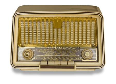 Radio antigua de época muy antigua en el fondo blanco.