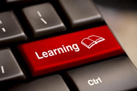 edukacja: Klawiatura e-Learning komputer koncepcja. Zdjęcie Seryjne