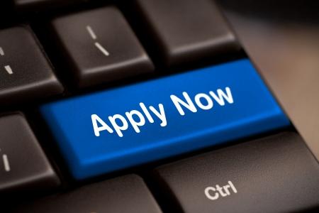 Solliciteer nu Sleutel Van De Computer In Blauw For Work Application Stockfoto