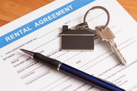 Cierre de documento de arrendamiento acuerdo con la pluma vacía Foto de archivo