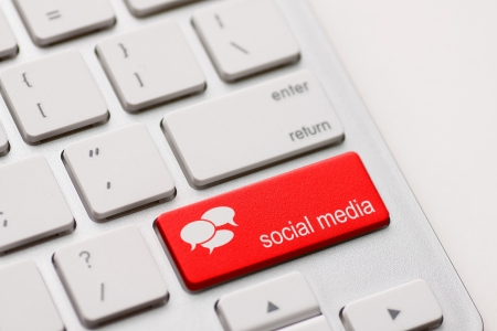 Social Media button on a keyboard with speech bubbles  photo
