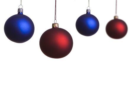 Rote Weihnachtskugel, Hängt An Einem Draht, Auf Einem Weißen ...