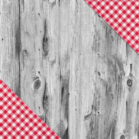 Blanc et rouge nappe textile texture sur la table en bois fond Banque d'images