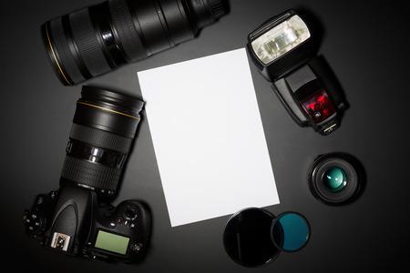 concept de photographie avec lentille de caméra dslr et atelier  Banque d'images
