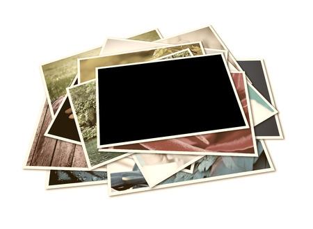 白で隔離されるインスタント写真のスタック