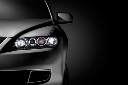Rapproché gris voiture moderne sur fond noir Banque d'images - 27356807