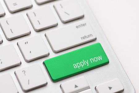 今コンピューター キー緑の作業アプリケーションを適用します。