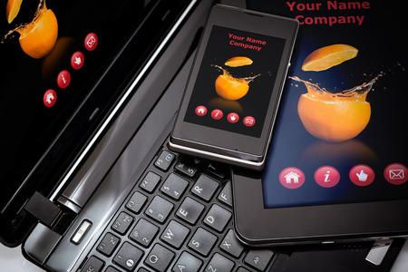 Responsive webdesign op mobiele apparaten telefoon, laptop en tablet pc Stockfoto - 32310116