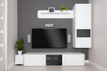 télé: Salon moderne - TV et haut-parleurs home cinéma. Banque d'images