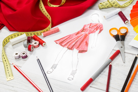 Modedesigner Studio mit Ausrüstung. Close up Design. Standard-Bild