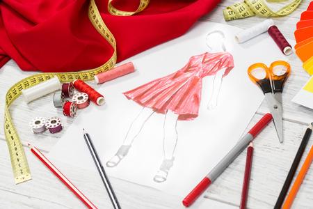 Modedesigner Studio mit Ausrüstung. Close up Design. Lizenzfreie Bilder