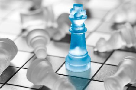 il successo del business di scacchi, concetto di leadership.