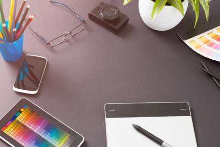 artistas: Diseño Diseñador gráfico de Creative tabla del escritorio - Imagen de archivo
