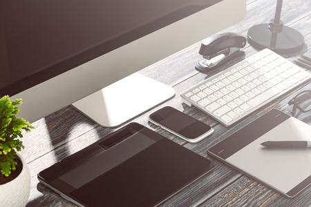 Designer's desk with responsive design mockup concept. 免版税图像