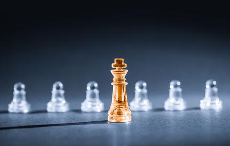 liderazgo empresarial: el éxito del negocio de ajedrez, concepto de la dirección.