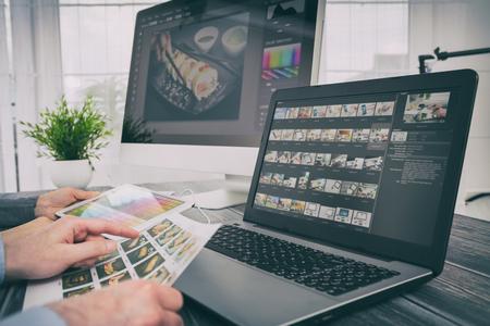 fotograaf camera editor-monitor ontwerp laptop foto scherm fotografie - stock Stockfoto