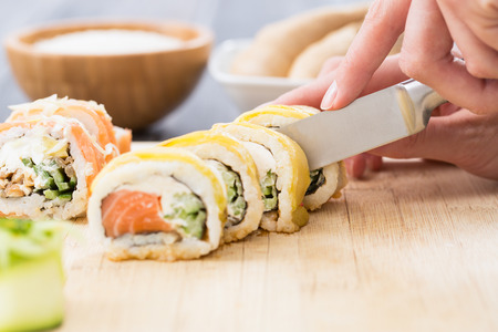 susi: sushi roll process of making raw makki fresh seafood susi - stock image Stock Photo
